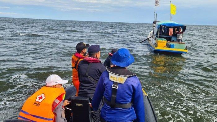 Dua Jasad Penumpang Kapal Tenggelam di Perairan Kumai Kalteng Ditemukan Kapal Pencari Cumi