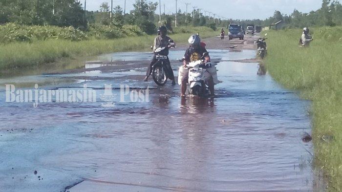 Luapan Sungai Kahayan Merendam Jalan Bukitrawi Kabupaten Pulangpisau