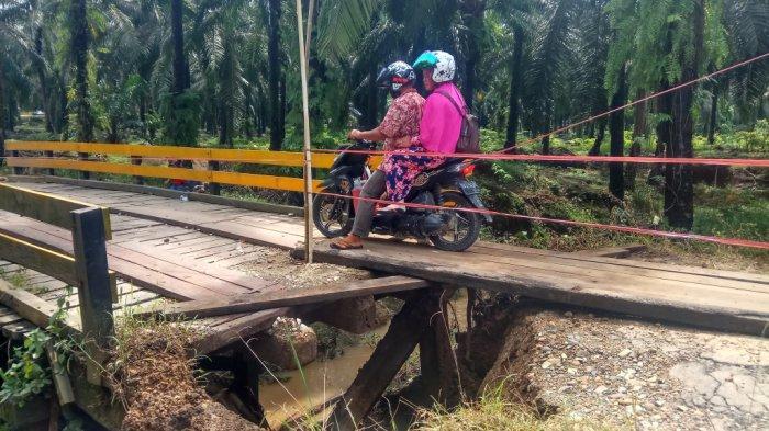 Oprit Jembatan Penghubung Desa Halong-Hayup Tabalong Ambrol, Akses Sempat Terputus