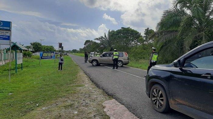 Tujuh Pos Penyekatan Cegat Kendaraan Masuk Pantai Ujung Pandaran Sampit Kabupaten Kotim