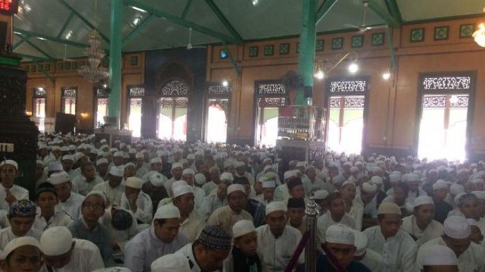 Dipimpin Guru Zuhdi, Ribuan Jamaah Jejali Masjid Jami Banjarmasin
