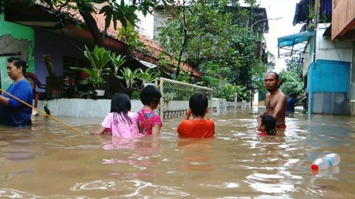 Kali Sunter Meluap, 138 Warga Cipinang Melayu Mengungsi ke Kelurahan