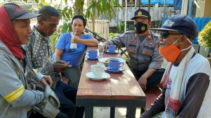 Perwira di Polres Kotabaru Ini Sering Luangkan Waktu untuk Dialog dengan Pedagang Keliling