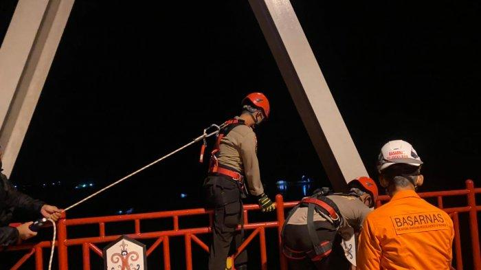 Frustasi Putus Cinta Seorang Pemuda Nekat Mau Bunuh Diri, NyarisTerjun dari Jembatan Kahayan Kalteng