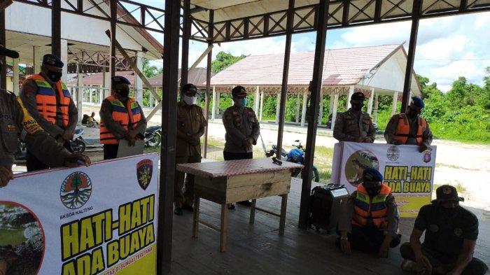 BKSDA Kalteng Pasang 27 Plang Bahaya Serangan Buaya di 7 Kecamatan Bantaran Sungai Mentaya Kotim