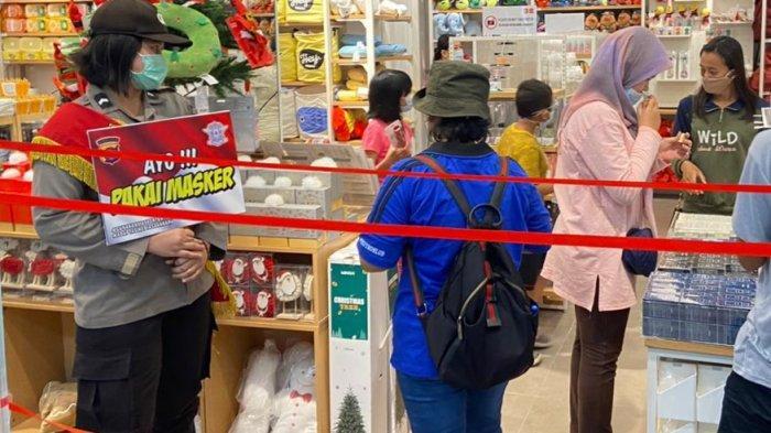 Satgas Polresta Palangkaraya Sosialisasikan Protokol Kesehatan di Pusat Perbelanjaan