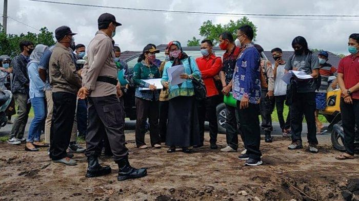 Hakim PN Palangkaraya Lakukan Pengecekan Lahan Sengketa di Jalan Hiu Putih, Polisi Amankan Massa
