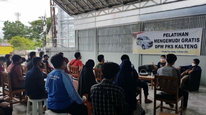 Peringati Sumpah Pemuda, PKS Gelar Pelatihan Mengemudi untuk Warga Palangkaraya