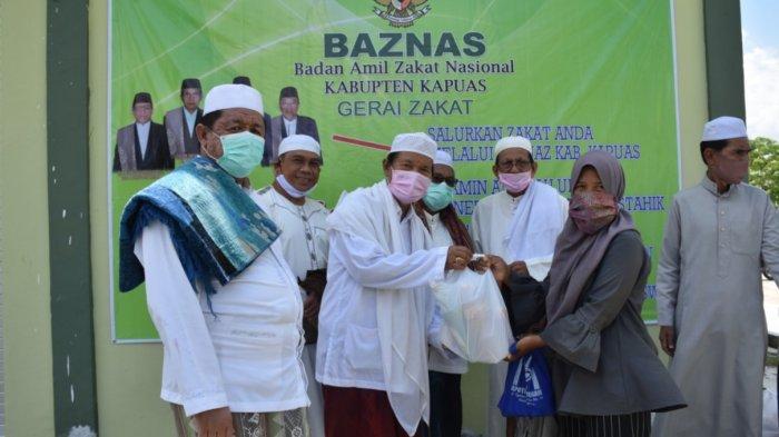 Gerai Zakat Baznas Kapuas Salurkan Bantuan Sembako