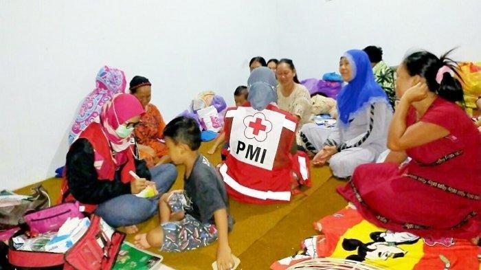 Cek Kesehatan, Korban Banjir Kalsel di Sungai Tabuk Banjar Keluhkan Flu, Pusing dan Diare