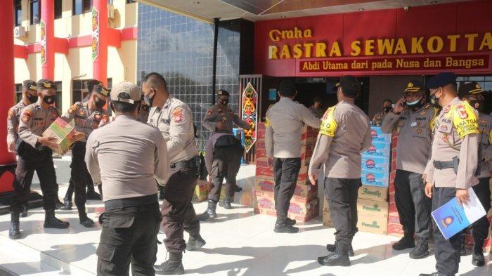 Personil Polda dan Polres Diturunkan Bantu Korban Banjir di Kalteng