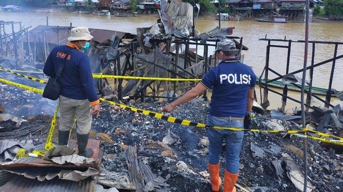 Lakukan Olah TKP, Polisi Selidiki Kebakaran Pasar Pujon Kapuas