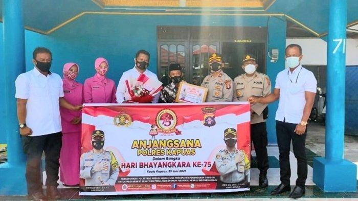 Berbagi Syukur HUT ke-75 Bhayangkara, Polres Kapuas Bakti Sosial Sambangi Purnawirawan Polri