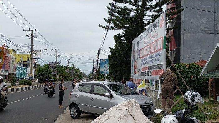 Tim Gabungan Tertibkan APK Paslon Gubernur Kalteng  Saat Masa Tenang