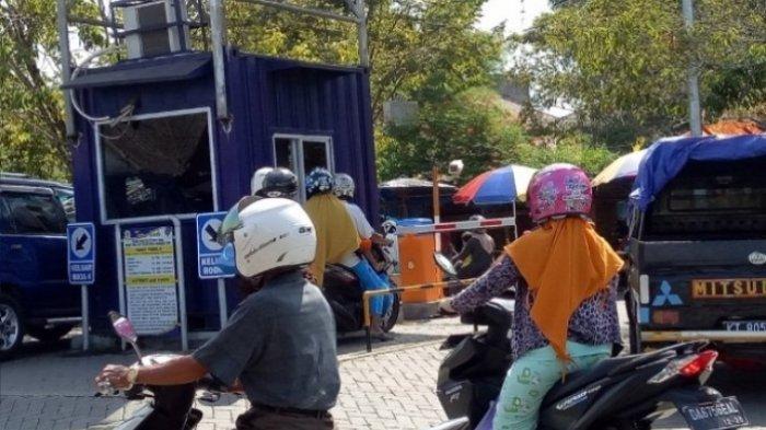 Portal Parkir Elektrik dan Alat Uji Petik Rusak Terkena Banjir, Sementara Parkir Pasar Gratis