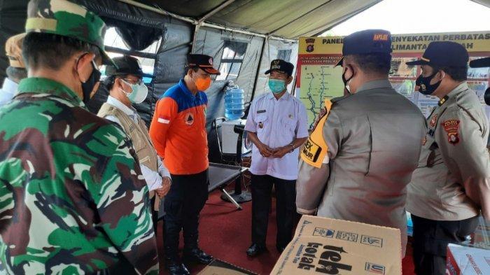 Tinjau Pos Penyekatan, Wakil Bupati Kapuas Kalteng HM Nafiah Ibnor Beri Pesan Khusus untuk Petugas
