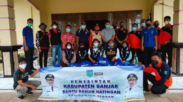 Kwarcab Pramuka Banjar, Kalsel Salurkan Bansos untuk Warga Terdampak Banjir Katingan