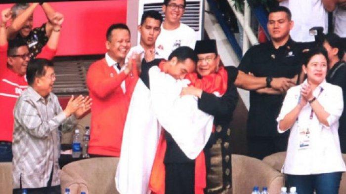 Jokowi dan Prabowo Berpelukan di Momen Asian Games 2018, Lihat Reaksi Megawati