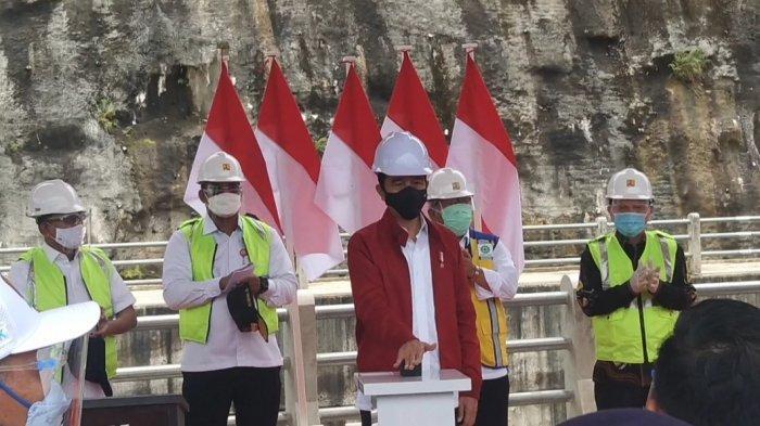 Tekan Tombol Sirena, Jokowi Resmikan Bendungan Tapin Kalsel