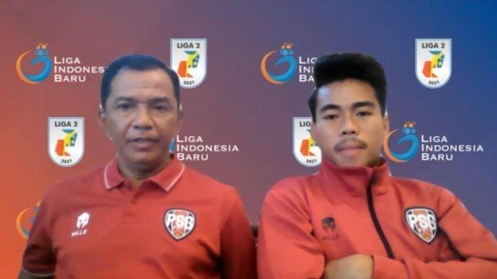 Pemain PSG Pati, Nurhidayat Haji Haris, dan caretaker, Yayat Hidayat.