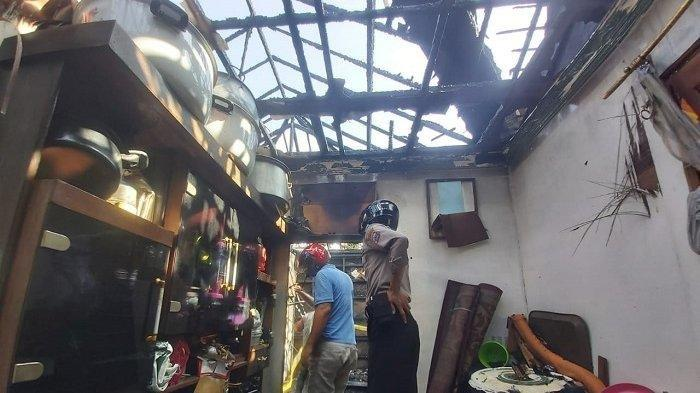15 Menit Berkobar, Si Jago Merah Lalap Atap Dapur Rumah Hj Mahyani di Banjarmasin Kalsel