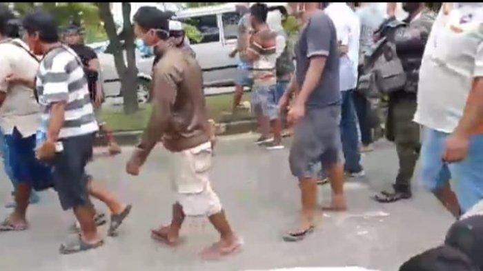 Sopir Truk Demo, Minta Jembatan Kayu Tangi Ujung Banjarmasin Kalsel Dibuka