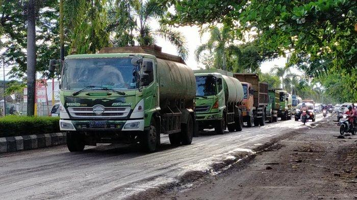 Belum Ada Jalan Khusus Angkutan Sawit, Jalan Rusak di Sampit Tiap Hari Dilintasi Ratusan Truk Sawit