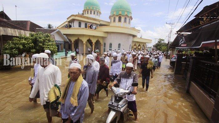 Lingkungan Masjid Tughfaturroghibin Dalam Pagar Martapura Kalsel Terendam