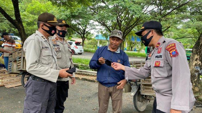 Operasi Yustisi Sasar Lapak Unggas di Pasar Tapin, Temukan Warga tak Bermasker