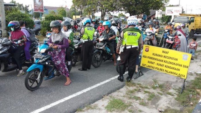 Pengendara Pilih Jalan Tikus, Satlantas Polres Palangkaraya Jaring 10 Sepeda Motor di Jalan Garuda