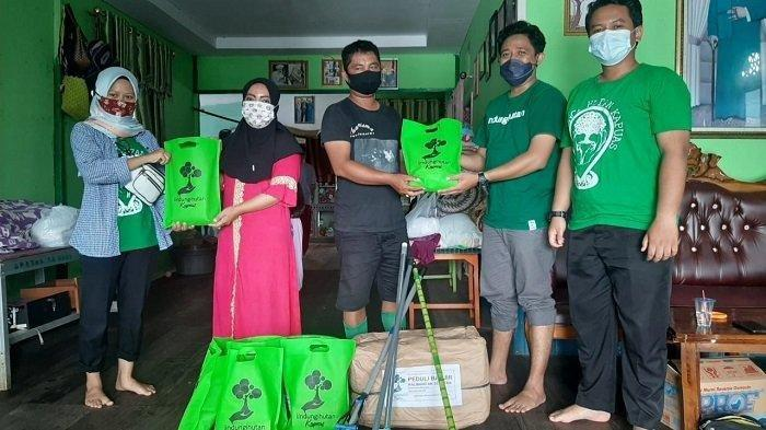 Peduli Korban Banjir di Kalsel, Relawan Lindungi Hutan Kabupaten Kapuas Salurkan Bantuan Ini