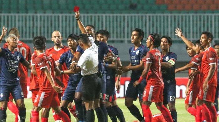 Hasil Liga 1, Kartu Merah, Penalti & 2 Kali Dibantu Mistar Warnai PSM vs Arema FC, Skor Akhir 1-1
