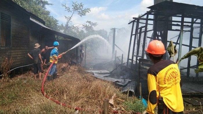 Warga Desa Pulau Membulau Kapuas Geger, Satu Rumah Ludes Terbakar