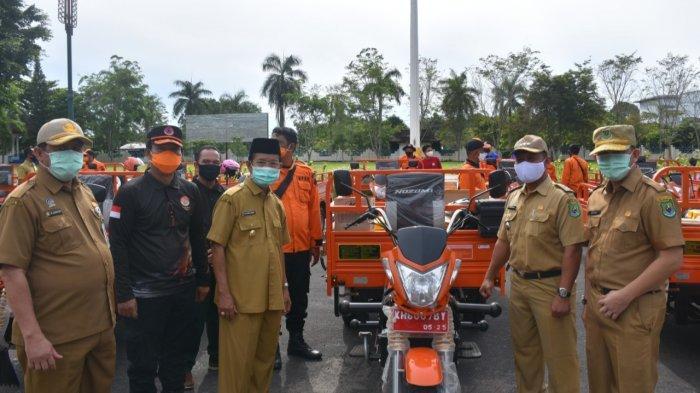 Cegah Karhutla, 17 Kecamatan di Kapuas Terima Kendaraan Roda Tiga dan Alat Pemadam
