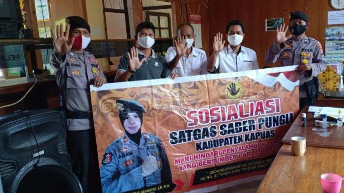 Sambang Desa, Personel Polsek Kapuas Timur Sosialisasi Saber Pungli