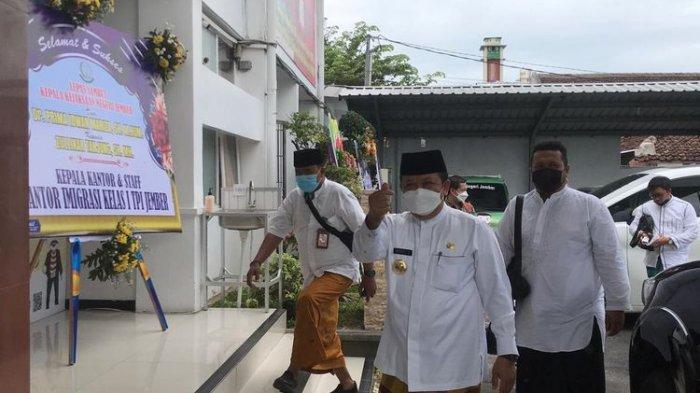 PNS Jember Jawa Timur Wajib Pakai Sarung Setiap Jumat, Inilah Tujuannya