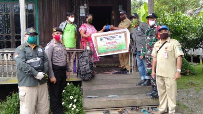 Kades Sei Hanyo Kapuas Hulu Salurkan BLT Dana Desa untuk Warganya, Begini Cara Penyalurannya