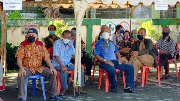 1.500 Vaksintor Bertugas Melakukan Vaksinasi Covid-19 Lansia Serentak di 80 Titik Se-Kalteng