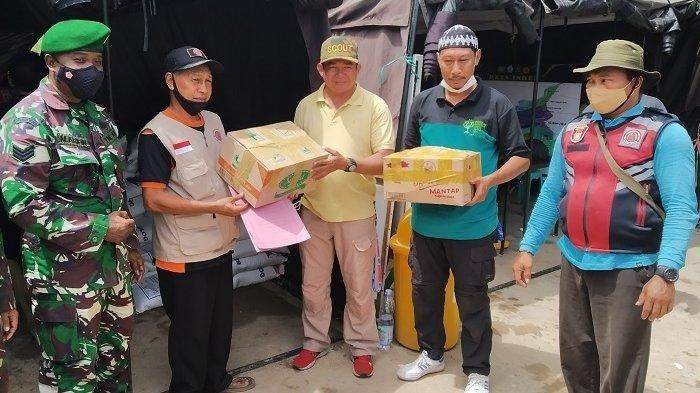 Peduli Korban Banjir Batola, Kelurahan  Bukit Tunggal Palangkaraya Kirimkan Batuan