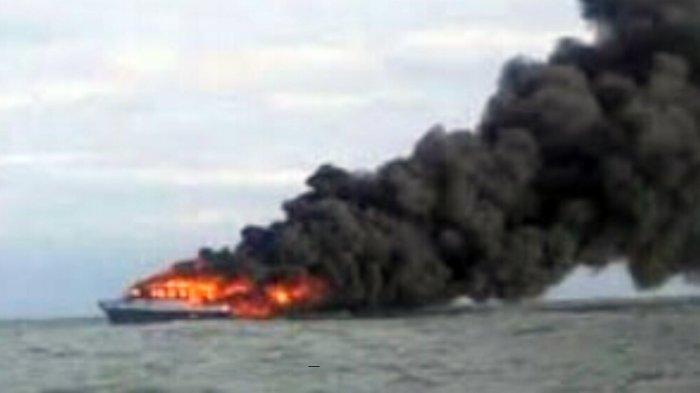 Kenakan Pelampung Penumpang Kapal KM Satya Kencana IX Loncat dan Terombang-ambing di Laut Jawa