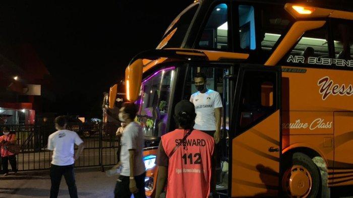 Jelang Kalteng Putra vs Persewar Waropen di Liga 2 2021, Bus Pemain Langsung Disemprot Disinfektan