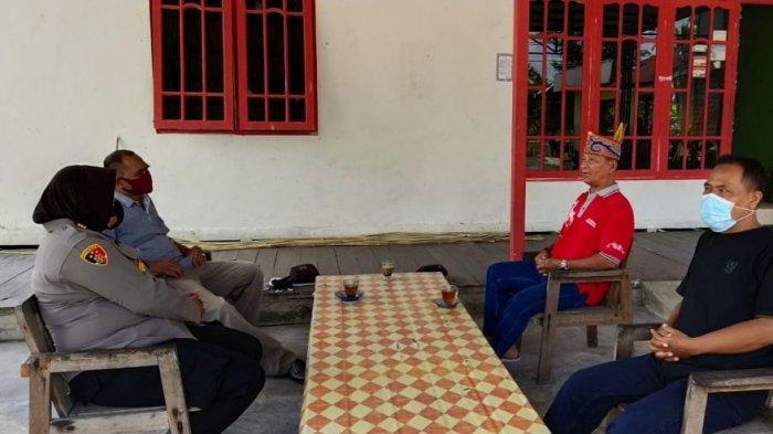 Kapolsek Kapuas Hilir Pererat Silaturahmi dengan Damang Adat