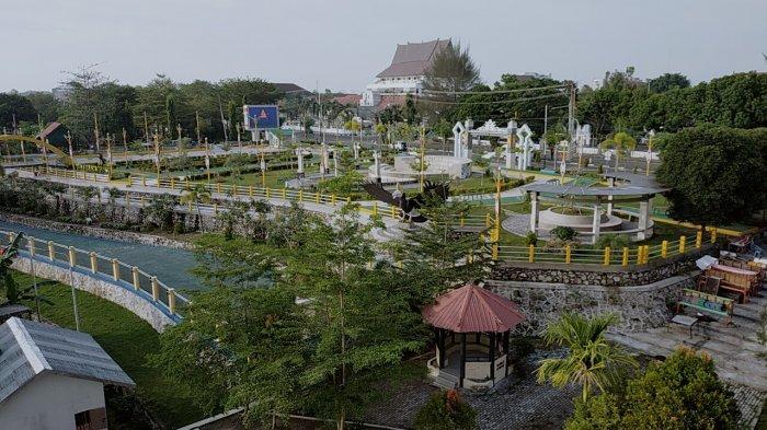 Taman Pasuk Kameluh Palangkaraya Belum Dibuka, Warga Hanya Bisa Memandang dari Luar