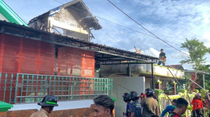 Kebakaran di Palangkaraya, Bahu Pemilik Rumah Kejatuhan Kayu Hingga Alami Luka Bakar