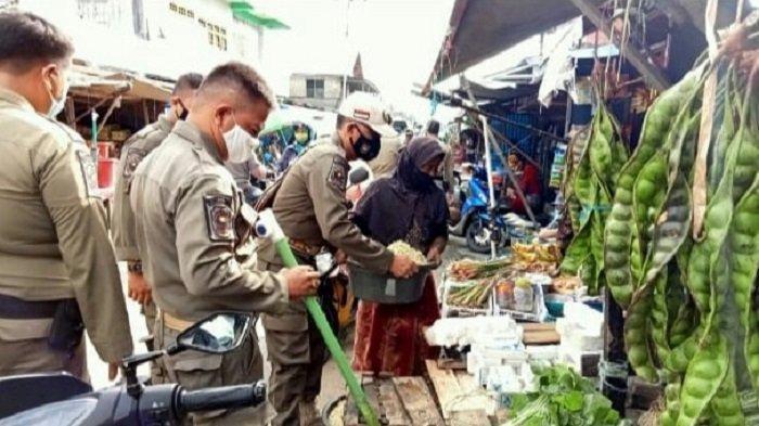 Satpol PP Kapuas Kembali Ingatkan Pedagang yang Bikin Kumuh Pasar Induk Kuala Kapuas
