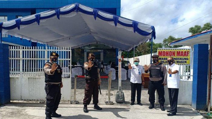 Petugas Polresta Palangkaraya Amankan Lokasi Tes Kesehatan Bacalon Gubernur Kalteng