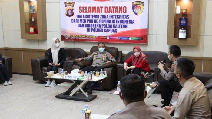 Tim Kemenpan RB melalui Tim Evaluator meninjau Pelayanan Publik di Polres Kapuas, Sabtu (26/6/2021)