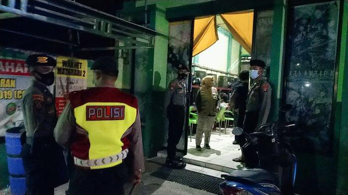 Tim Patroli Beri Teguran Pengusaha Warung Makan dan Kafe di Palangkaraya Langgar Jam Buka Malam
