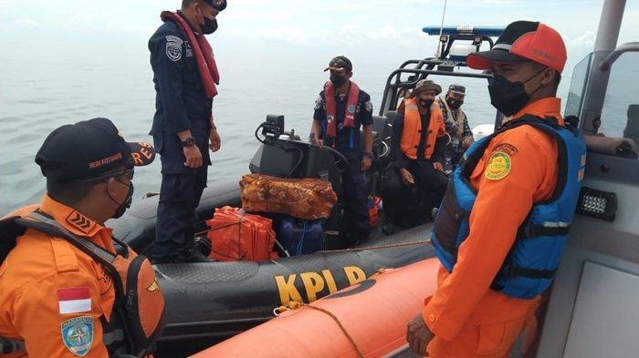 Tim pencarian korban tenggelam kapal nelayan KM Putri Ayu 3 yang tenggelam di Laut Jawa sekitar Taman Nasional Tanjung Puting (TNTP).