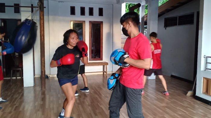 Luhyuliani Atlet Tinju Putri Kalteng Optimistis Sumbang Emas pada PON XX Papua